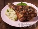Рецепта Печени пуешки бутчета с билки и хрупкава коричка с гарнитура от ориз с мента и броколи на фурна
